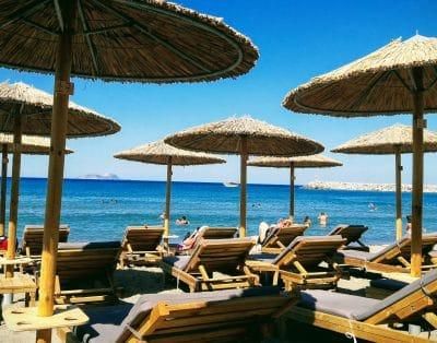 Kokkinos Pirgos, Beach