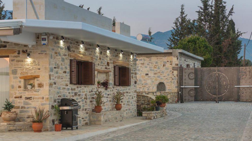 Villa Zeus Dione, Lagolio, Privacy